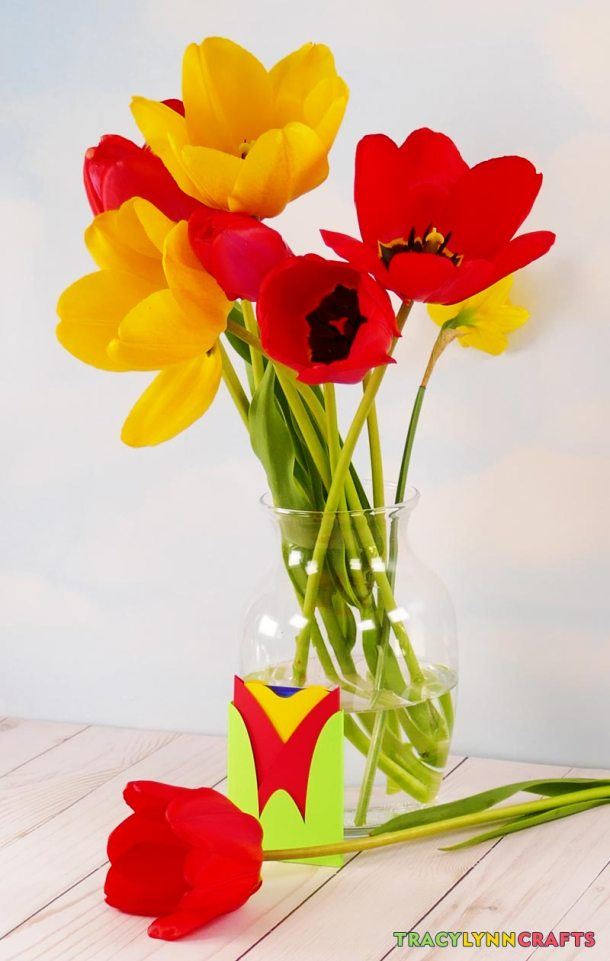 Tulips are the inspiration for this tuplip gift card envelope
