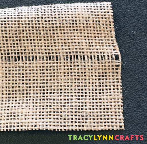 Your first row of burlap fiber is now out of the cloth