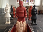 Terracotta krijgers  met borsten en buik