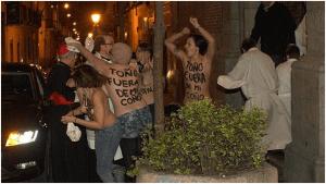 El cardenal Rouco atacado por las feminiesta de Femen.