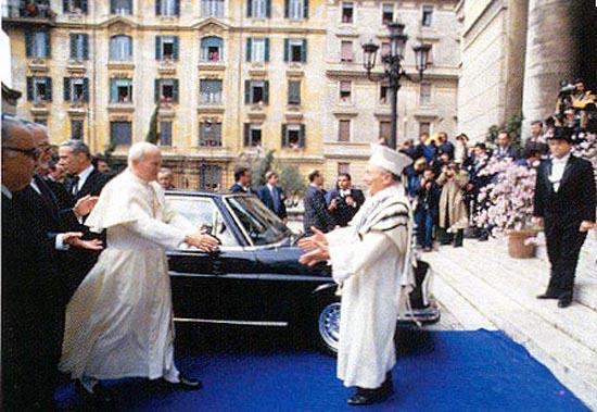 010_PopeEmbracesRabbi_ActMay-June2003.jpg - 81303 Bytes