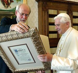 Benedicto XVI recibe una oración por Lutero