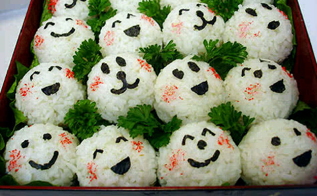 Tanti onigiri felici! :) (tratta da pinterest)