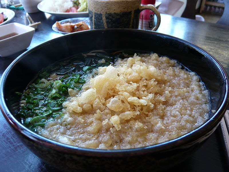 """Tanuki soba by WordRidden at E-Kagen in Brighton"" by WordRidden from E-Kagen Sushi & Noodle Coffee Bar [http://maps.google.co.uk/maps?num=100&hl=en&safe=off&q=e-kagen&near=Brighton,+UK&radius=0.0&latlng=50820723,-139901,12697213665283976265, Brighton, England] - Flickr. Licensed under CC 表示 2.0 via ウィキメディア・コモンズ - https://commons.wikimedia.org/wiki/File:Tanuki_soba_by_WordRidden_at_E-Kagen_in_Brighton.jpg#/media/File:Tanuki_soba_by_WordRidden_at_E-Kagen_in_Brighton.jpg"