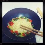 Wok de pasta con verduras
