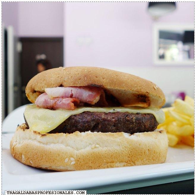 Hamburguesas en Madrid - Bacon cheese burger - Tragaldabas Profesionales - Restaurante Rebujita