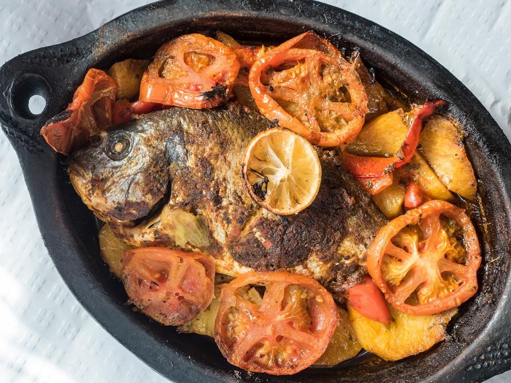 marruecos-street-food-madrid-tragaldabas-profesionales-tajin-pescado-assafir