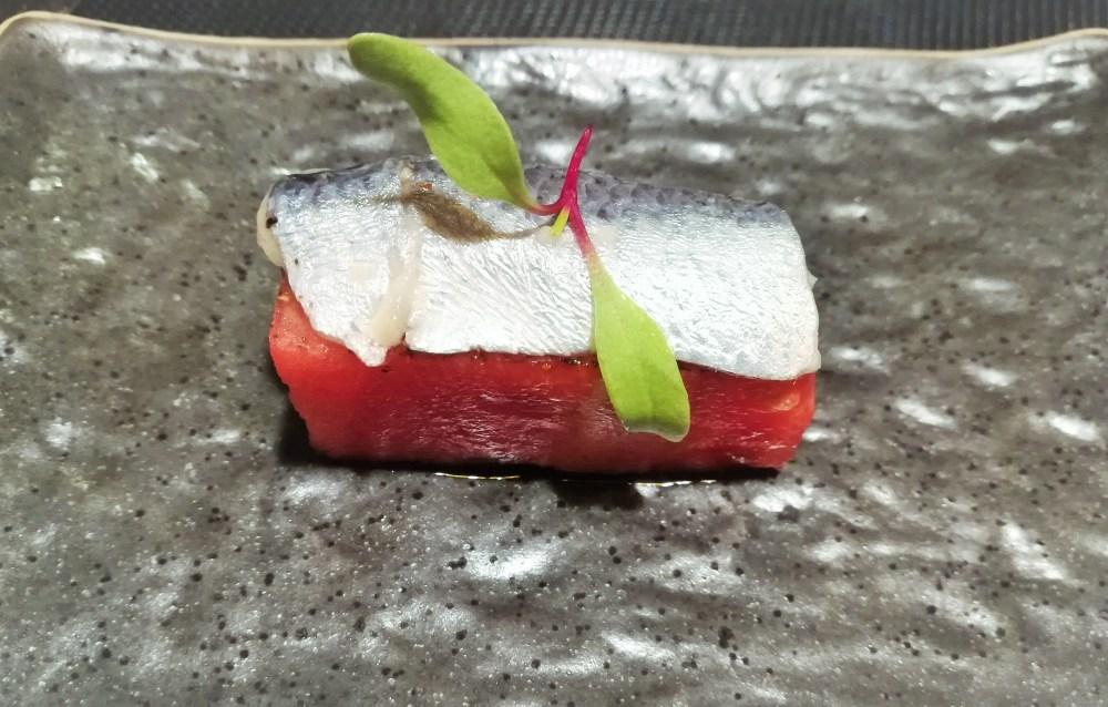 Sandia con tahín y sardina en aceite