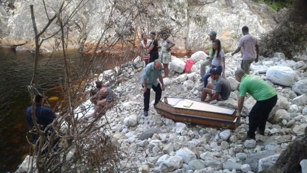 Bombeiros localizam corpo de rapaz na Cachoeira dos Alves, em Jacobina