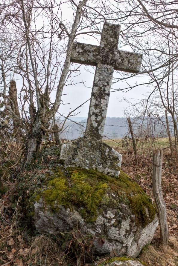 La petite croix au détour d'un chemin