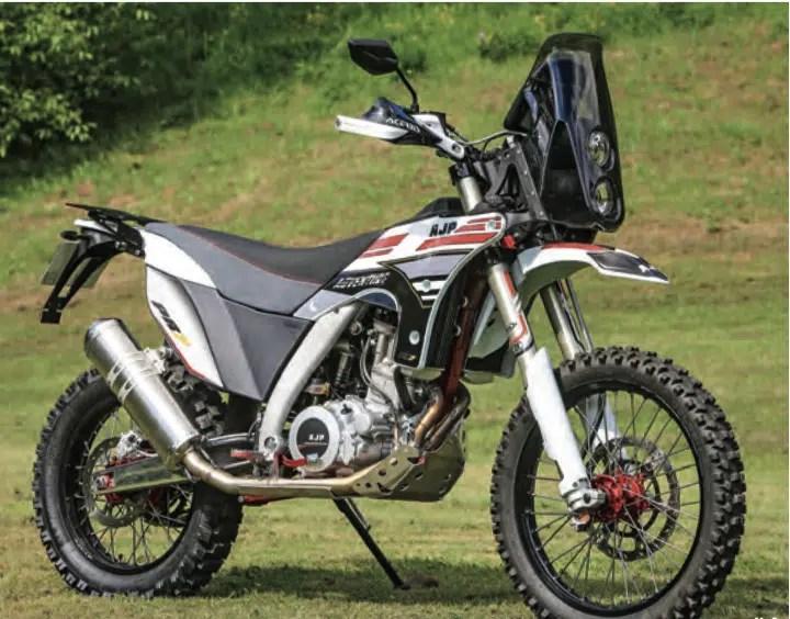 Si vous deviez les acheter neuve ? LES 3  motos qui vous bottes. - Page 4 AJP-PR7