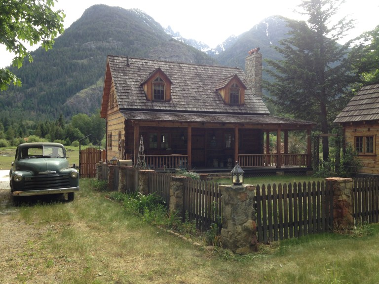 The adorably awesome little town of Stehekin