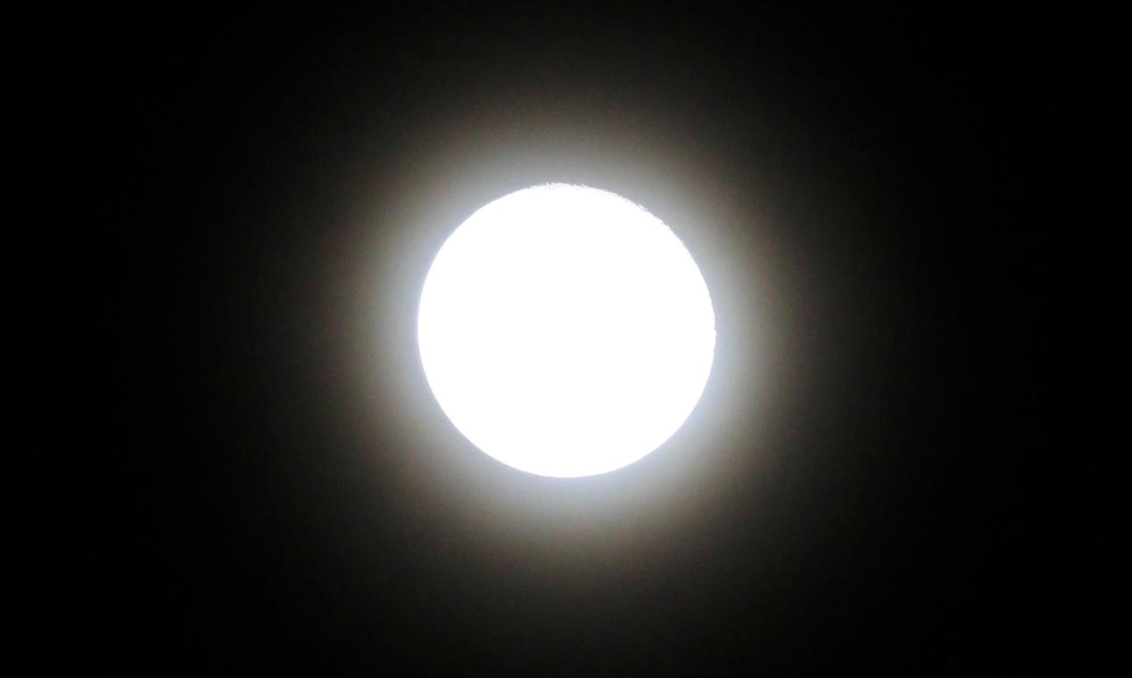 月夜, 月の輪, 月輪, 赤い月, 青い月, 蒼い月, ハロ, 月暈, スノームーンの翌日, 月あかり, 月光, イマソラ, moonlit night, halo around the moon, halo, moon halo, red moon, blue moon, next day of the snow moon, moonlight,
