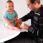 Phát triển cảm giác cho trẻ có hội chứng down: Phần 7-Xoa bóp hoặc mát-xa cho trẻ