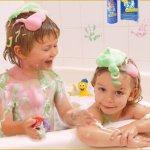 Dạy trẻ tự tắm, gội và mặc quần áo
