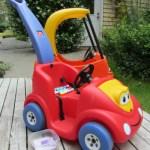 Hoạt động ngoài trời cho bé ở tuổi nhà trẻ – Vẽ và Rửa xe