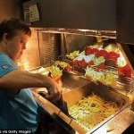Nữ nhân viên McDonald có Hội chứng Down giúp quán ăn lúc nào cũng nhộn nhịp