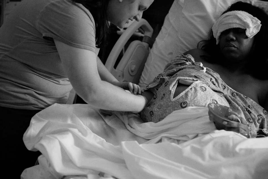 Doula Marissa is supporting a birth mother in a hospital bed