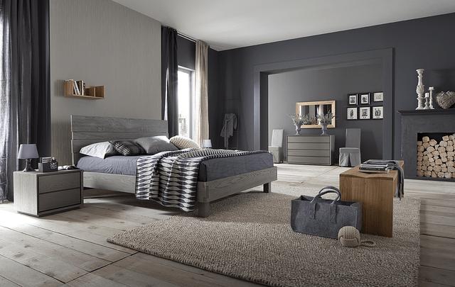 In una camera da letto classica, anche se l'arredo è chiaro, è sempre meglio non osare troppo e scegliere tonalità neutre, come il grigio o il colore crema. Come Scegliere I Colori Giusti Per La Camera Da Letto Tramontin Arredamenti