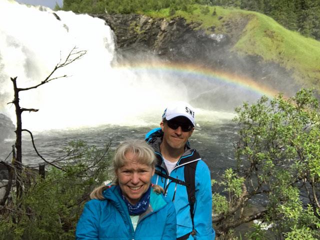 Regnbågen nedanför vattenfallet