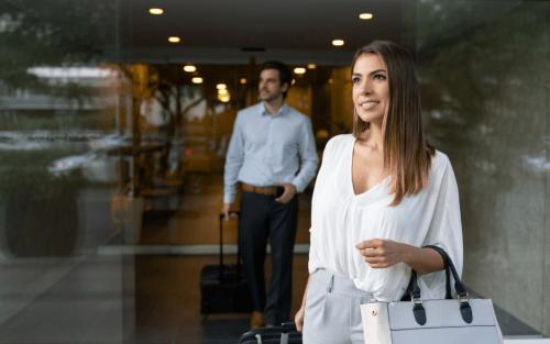 Mulher empreendedora indo a uma viagem de negócios