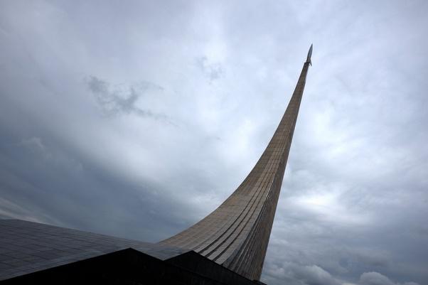 Nella foto: Monumento ai conquistatori del cosmo ( eretto a Mosca nel 1964 )