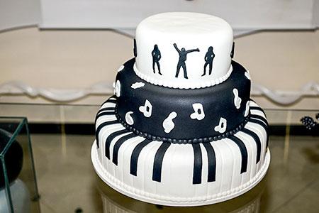 Festa anos 60 e a mesa do bolo