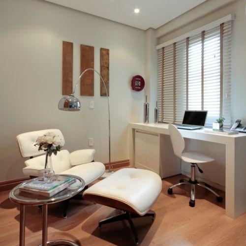 poltrona Charles Eames no escritorio