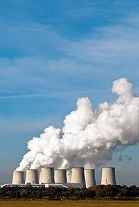 Атом электр станциясының салқындау мұнаралары. Сайт мұрағатынан алынған сурет 123RF.COM.