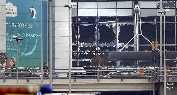 El 22 de marzo de 2016 dos hermanos y otros dos miembros del Estado islámico hicieron explotar bombas alojadas en maletas que cargaban por el Aeropuerto Internacional de Bruselas, Bélgica. Tres de ellos fallecieron en el aeropuerto, otro fué capturado y liberado después. En total fallecieron 35 personas. La acción fué en represalia contra las operaciones militares de la OTAN, con sede precisamente en la ciudad de Bruselas.