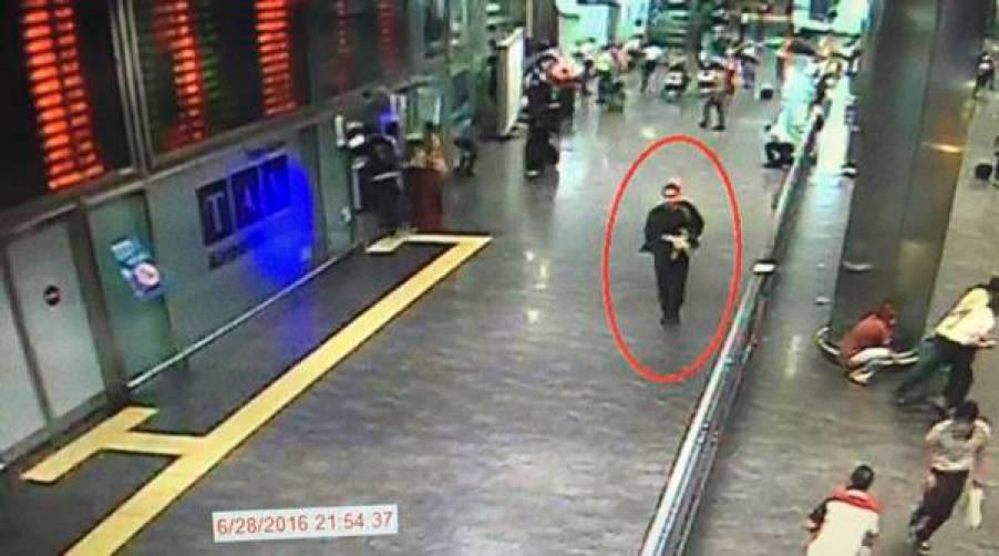 El 28 de junio de éste año, tres terroristas de ISIS irrumpieron en el aeropuerto internacional Atatürk. Uno de los terroristas se hizo estallar la carga explosiva que portaba, otro abrió fuego con un fusil de asalto y el tercero hizo estallar otra bomba en el estacionamiento. Los atacantes y otras 38 personas perecieron en ése atentado.