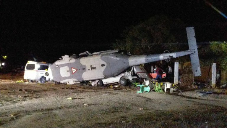 Accidentes de Aeronaves de la  FAM. Noticias,comentarios,fotos,videos.  - Página 20 FUERZA-AEREA-MEXICANA-UH-60