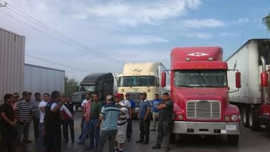 Photo of Choferes bloquean Puente del Comercio en Nuevo Laredo