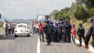 Photo of Normalistas saquean camiones y les roban diésel
