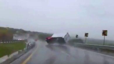 Photo of (Video) Accidente de trailer por lluvias de Huaracán Patricia