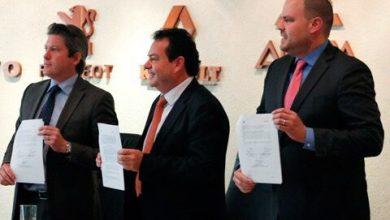 Photo of Firman convenio para aumentar venta de camiones