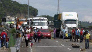 Photo of Se extienden los bloqueos carreteros