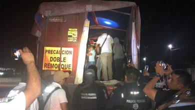 Photo of Migración y Policía Federal rescatan a 150 migrantes de un full