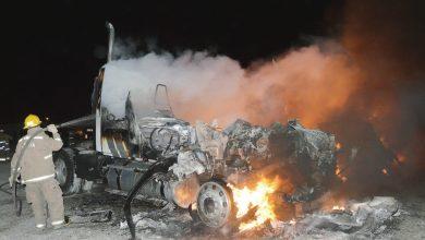 Photo of Se queman tres tractocamiones por corto circuito