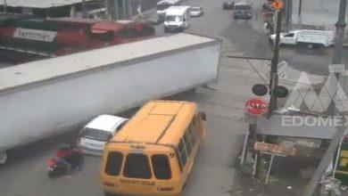 Photo of (Video) Tren embiste a tráiler en Ecatepec y caja impacta a otros vehículos