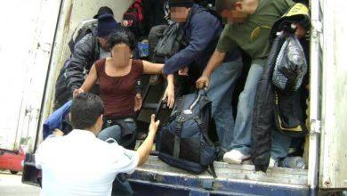 Photo of Policía Federal encuentra camión de carga con 146 migrantes en Veracruz