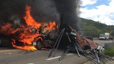 Photo of Operador pierde la vida calcinando en camionazo