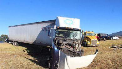 Photo of Se avientan de camión sin frenos, pero unidad les pasa encima