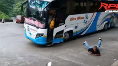 Photo of (Video) Chofer de autobús se queda sin frenos y ¡se avienta de la unidad!
