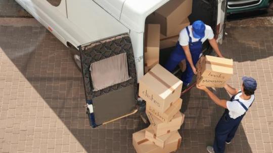 Faciliter votre déménagement grâce à la location de monte-meubles