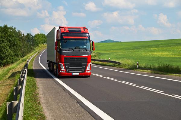 Création d'une entreprise de transport routier : les étapes à suivre