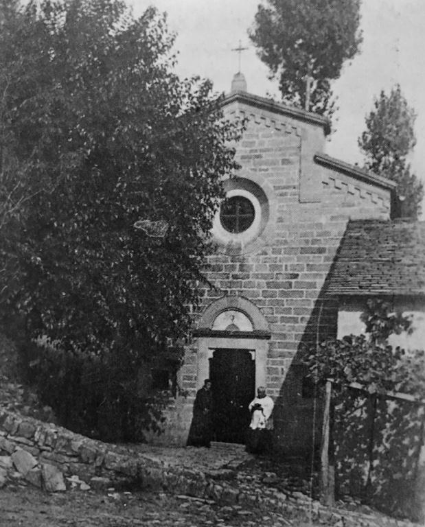 La chiesa di San Donato negli anni 30. Accanto ai 2 edifici il pergolato