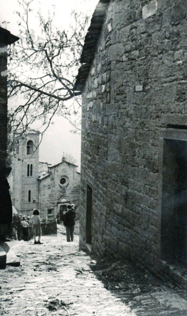 La salgada (o salgheda) il breve tratto di mulattiera che collegava la chiesa al borgo di Strabatenza