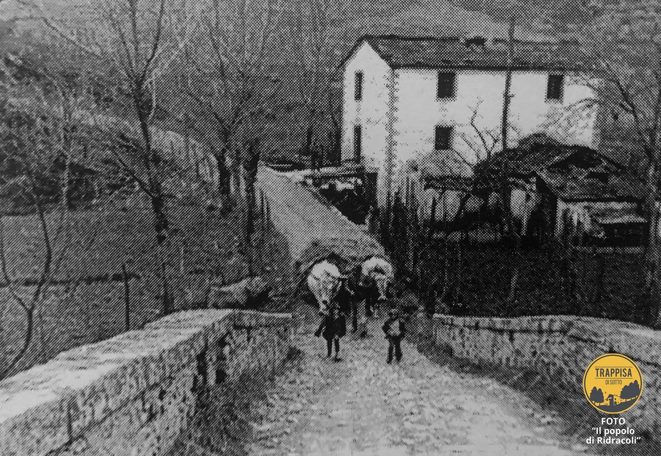 """Sullo sfondo Mulino di Sotto Mulino Anni '60 - Foto da """"IL POPOLO DI RIDRACOLI"""""""