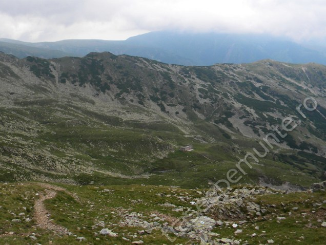 refugiul-si-lacul-iezer_1